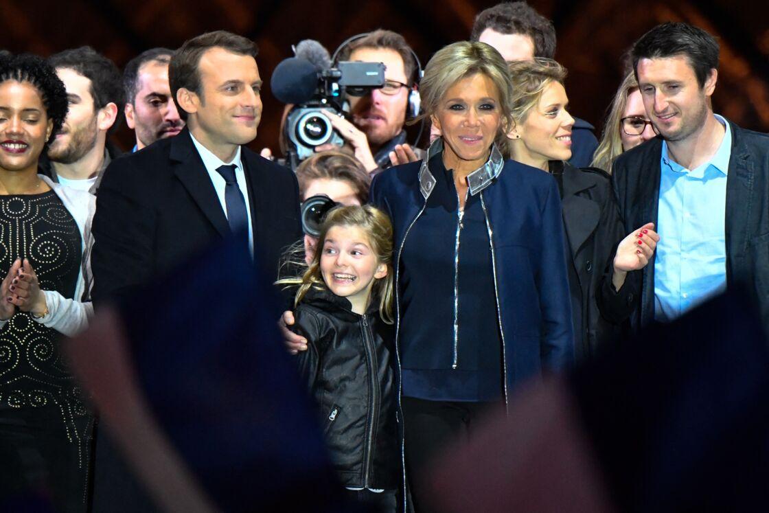 Brigitte Macron et une partie de sa famille lors de l'investiture de son mari.