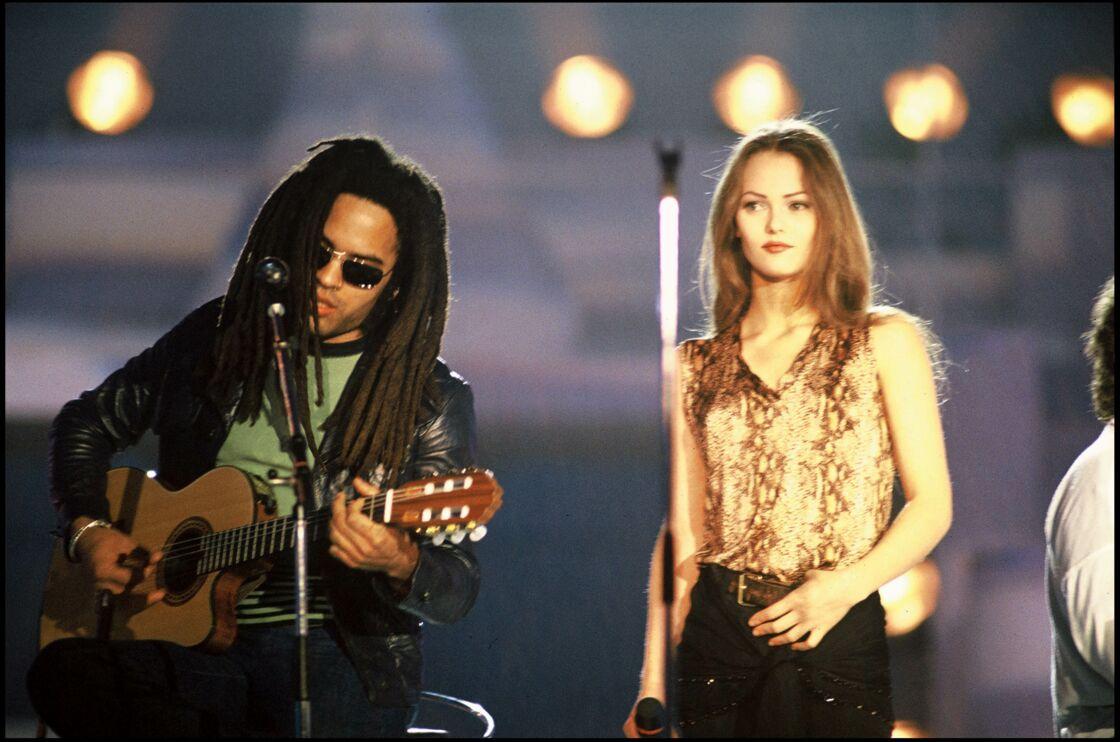 Lenny Kravitz et Vanessa Paradis sur scène, en 1993