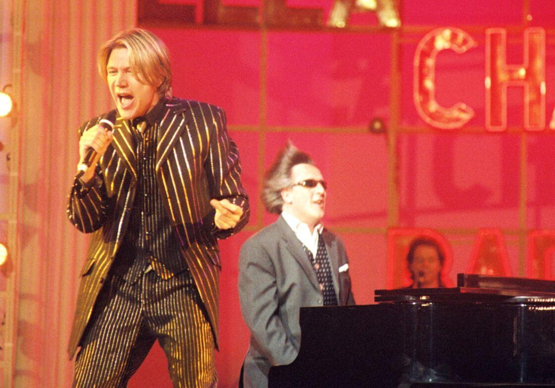 Patrick Juvet sur la scène de l'Olympia avec Gilbert Montagné, le 11 avril 1997.