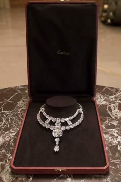 Invité à participer au film Ocean's 8 en tant que joaillier partenaire exclusif, Cartier a relevé le défi avec ce collier parce qu'il répondait à ses valeurs, celles d'une Maison qui encourage les femmes à être elles-mêmes.