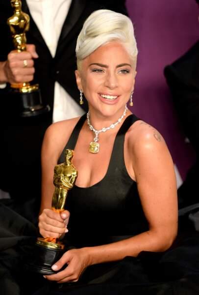 Aux Oscars 2019, Lady Gaga est la première star à porter ce collier Tiffany&co sur un tapis rouge, 141 après sa découverte.