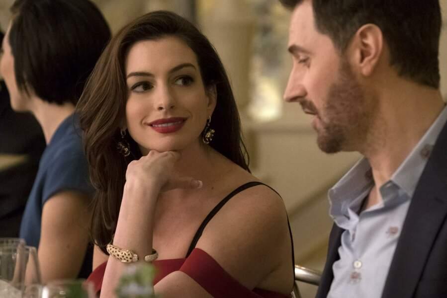 Cartier a du ajuster le collier aux mensurations d'Anne Hathaway, il a été réduit de 15 à 20 % par rapport à sa taille d'origine, puisqu'il avait été conçu pour un homme. Des éléments réglables ont permis d'adapter le bijou aux proportions de l'actrice.