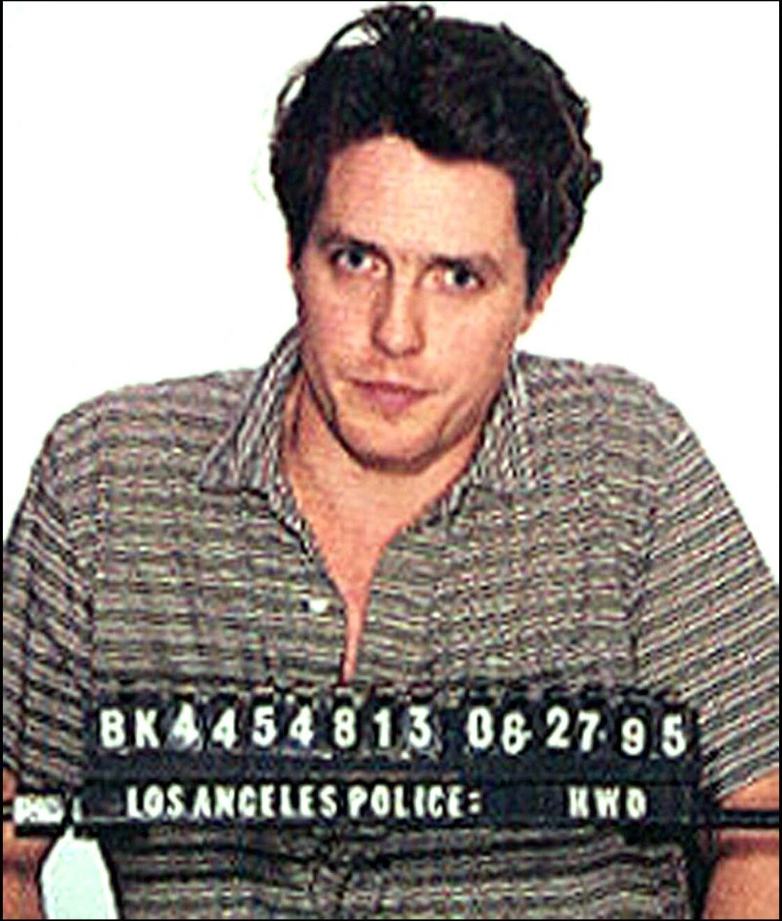 Hugh Grant lors de son arrestation pour exhibition sexuelle, le 27 juin 1995.