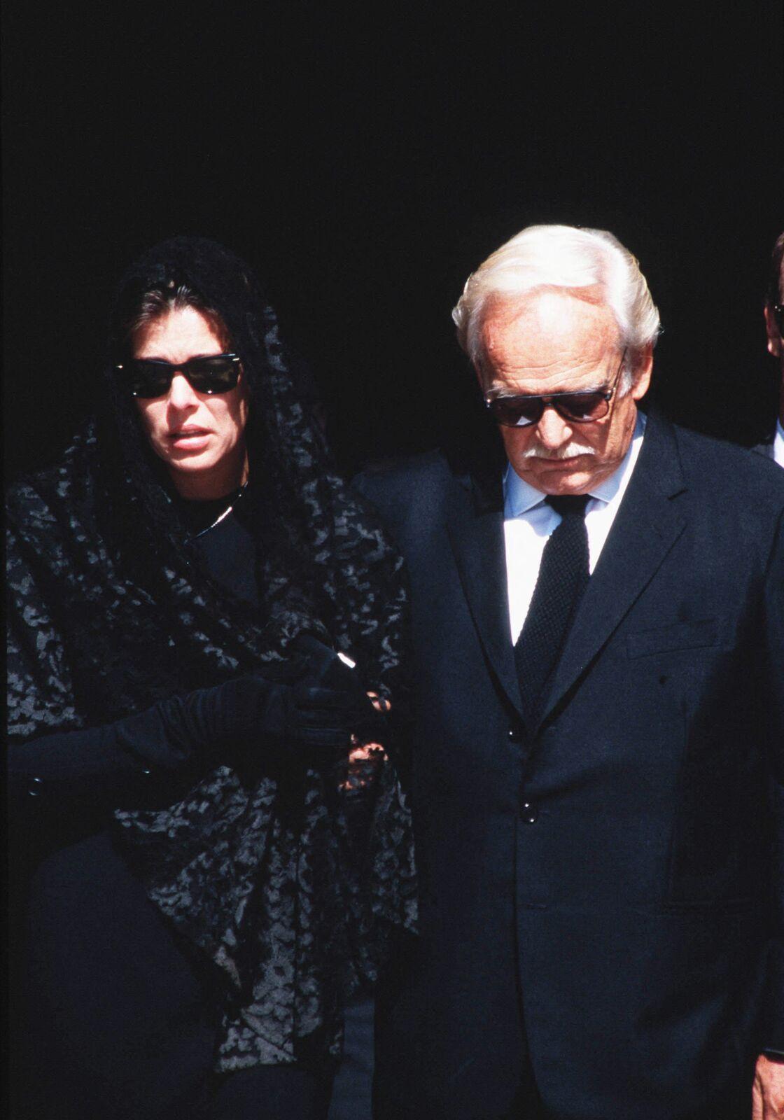 Caroline de Monaco, au bras de son père, bouleversée par la mort de son deuxième époux