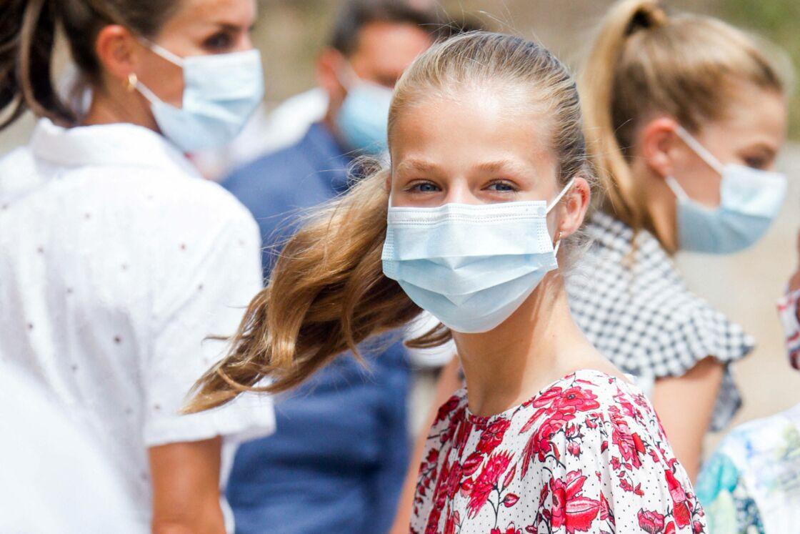 La princesse Leonor - Le roi Felipe VI d'Espagne, la princesse Leonor, l'infante Sofia (blessée au genou) , la reine Letizia - La famille royale d'Espagne arrive au centre Son Roca à Palma de Majorque le 11 août 2020.