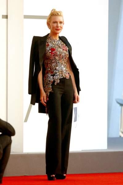 Cate blanchett dans un élégant costume lors de la 77ème édition du Festival international du film de Venise, la Mostra le 3 septembre 2020.