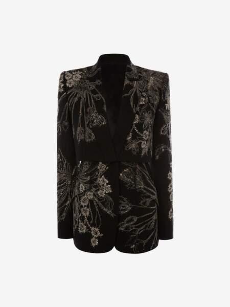 Veste ornée de fleurs en voie d'extinction effet trompe-l'œil, 16 000 €, Alexander McQueen