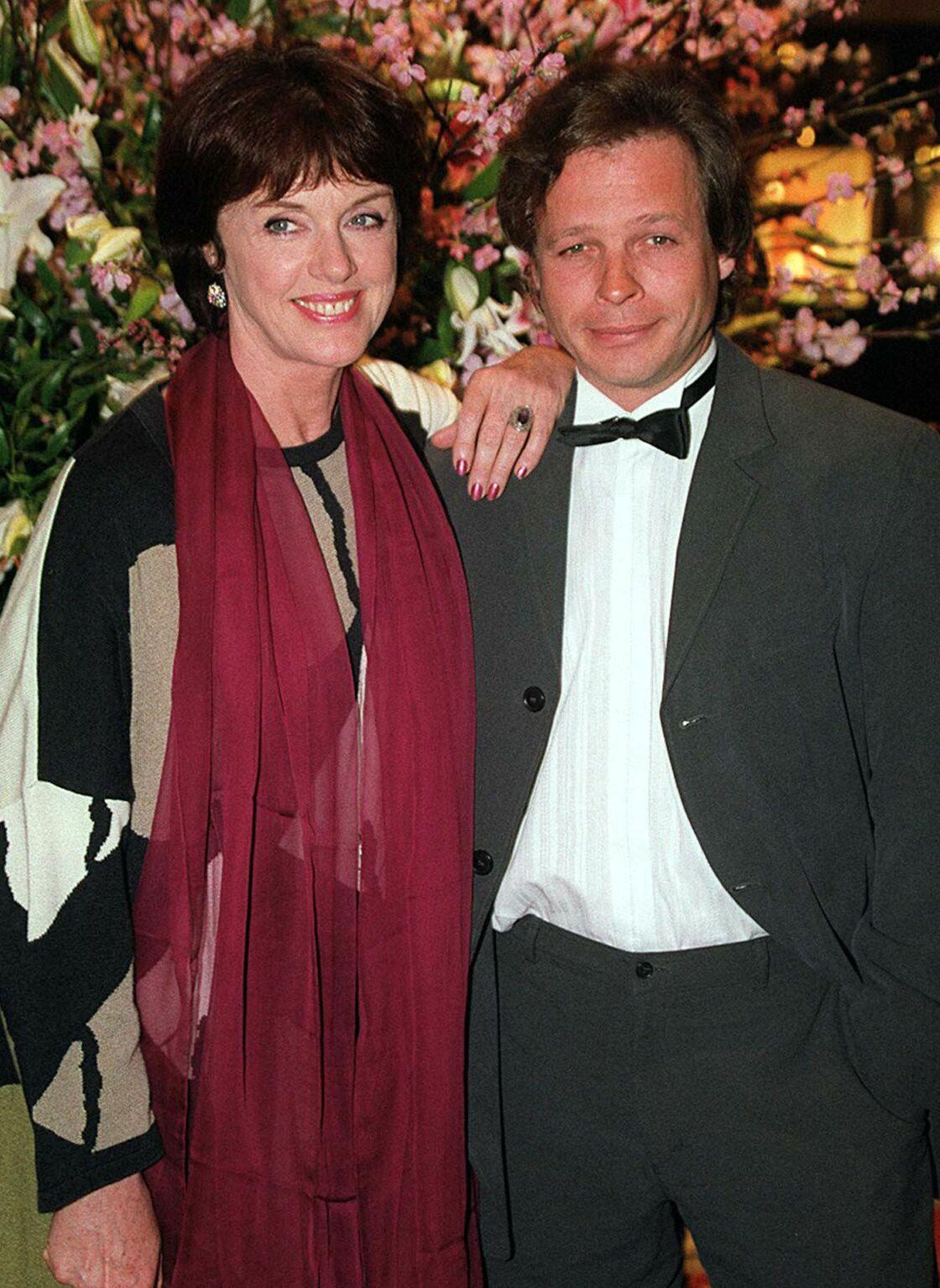 Anny Duperey et Cris Campion, son compagnon de 19 ans son cadet, en 2001.