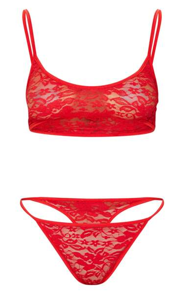 Ensemble de lingerie en dentelle rouge, 15€, Pretty Little Thing