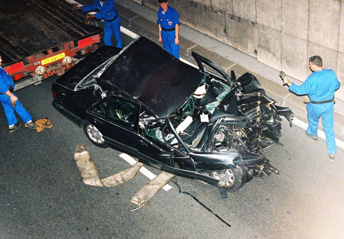 La voiture de Lady Diana après l'accident à Paris, le 31 août 1997.