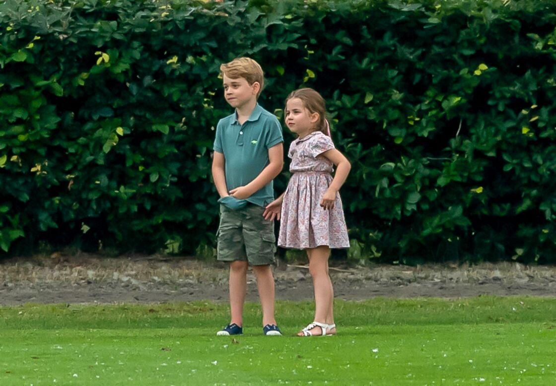 Le prince George de Cambridge et la princesse Charlotte de Cambridge lors d'un match de polo de bienfaisance à Wokinghan, le 10 juillet 2019.