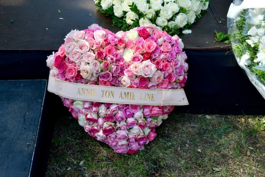 Couronne de fleurs offertes par Line Renaud pour les obsèques d'Annie Cordy