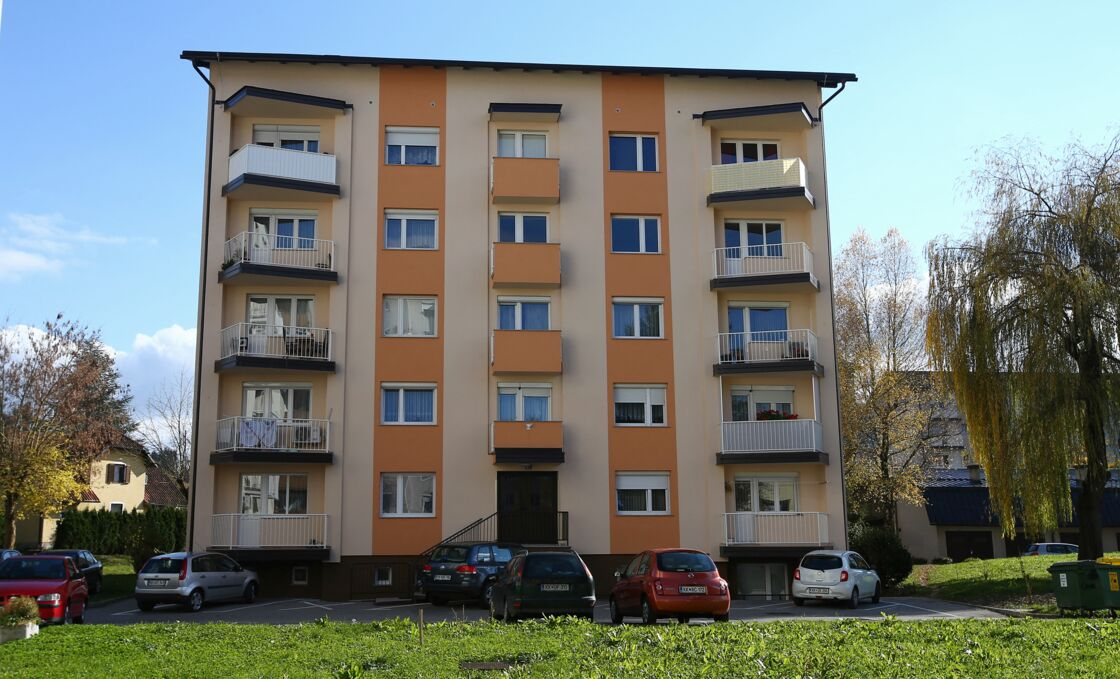 Illustration du bâtiment où vivait Melania (appartement au 4ème étage) à Sevnica en Slovénie. Melania est née et a vécu jusqu'à ses 15 ans dans cette petite ville.