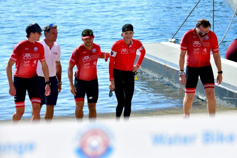 L'ancienne nageuse professionnelle arrive conquérante aux côtés de ses partenaires. Les membres de l'équipe Serenity ont achevé cette course, épuisés par l'effort physique.