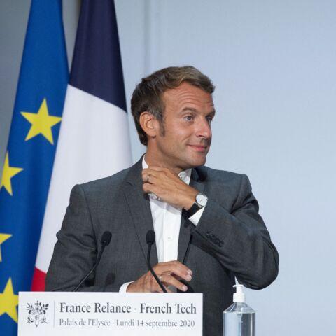 Emmanuel Macron sans cravate: il renoue avec la chemise col officier