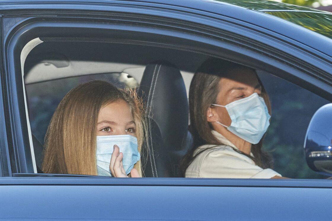 Letizia d'Espagne conduisant ses filles Leonor et Sofia à leur collège, le 11 septembre 2020. Une volonté de