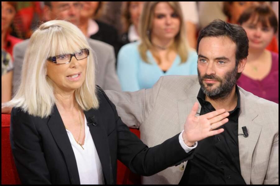 """Anthony Delon et Mireille Darc, l'ex-épouse d'Alain Delon, à l'enregistrement de l'émission """"Vivement Dimanche"""""""