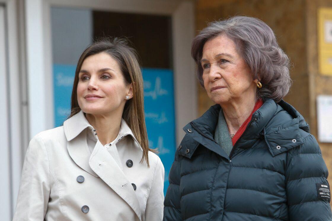 En public, les deux femmes tentent de donner le change