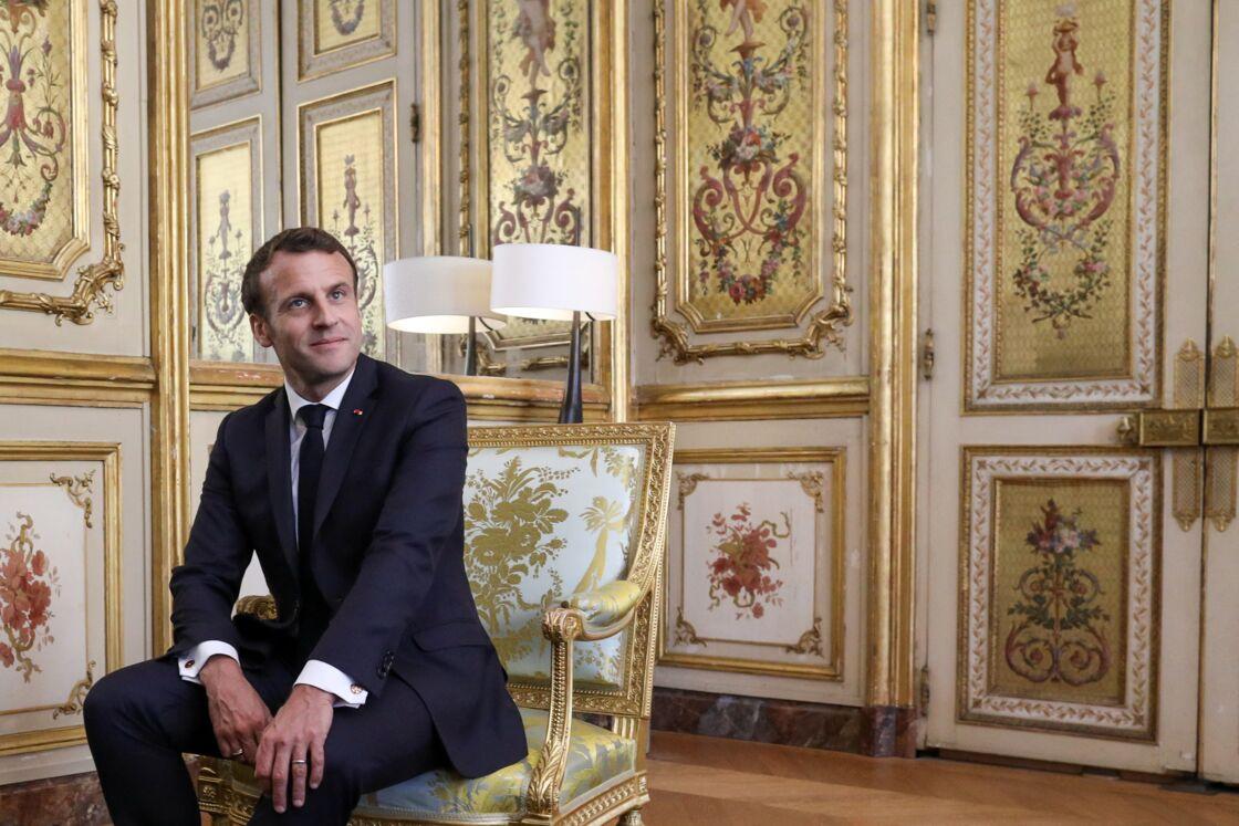 Emmanuel Macron dans le salon doré de l'Elysée