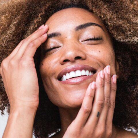 Soin visage: quel exfoliant choisir si on a la peau sensible?