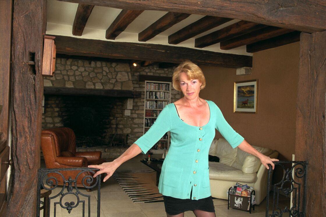 Brigitte Lahaie dans sa vaste propriété des Yvelines, en 2001.