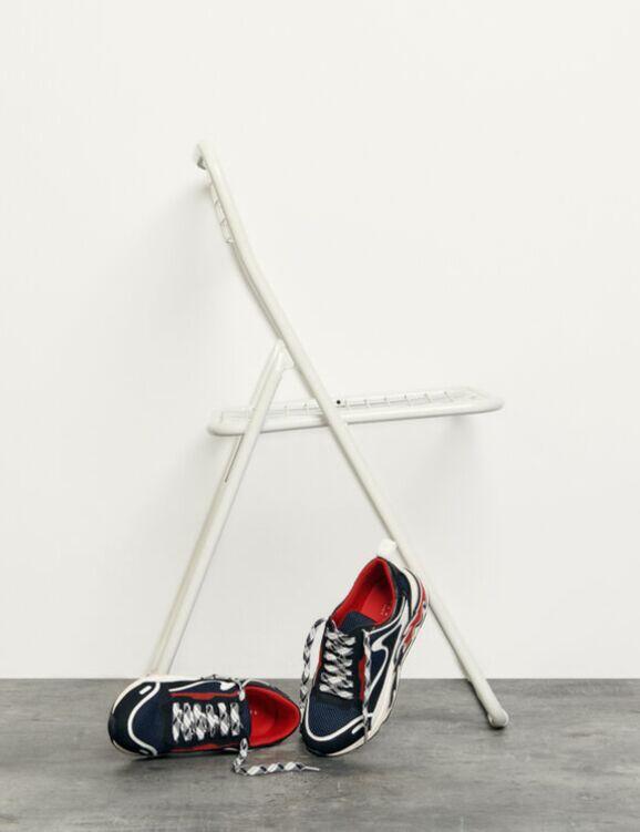 Sneakers tricolores à retrouver en boutiques chez Sandro Paris.