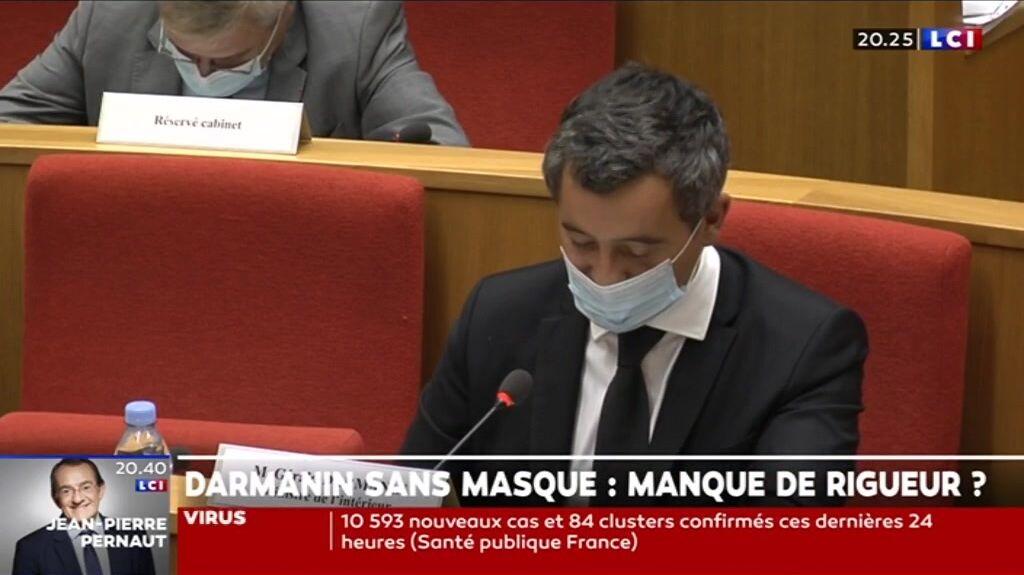 Gérald Darmanin avec son masque après la remarque du vice-président de la commission d'enquête le 17 septembre 2020