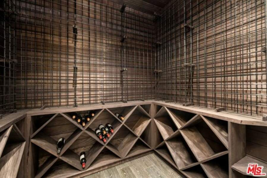 Amateur de vin, Johnny Hallyday avait installé une cave dans sa villa de Los Angeles