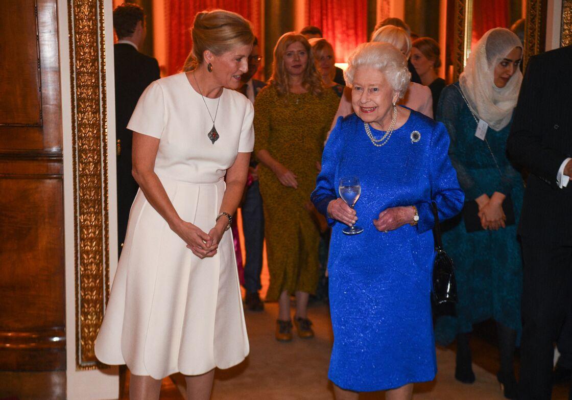 Sophie de Wessex et Sa Majesté Elizabeth II lors de la réception de la fondation The Queen Elizabeth Diamond Jubilee Trust à Buckingham, le 29 octobre 2019.