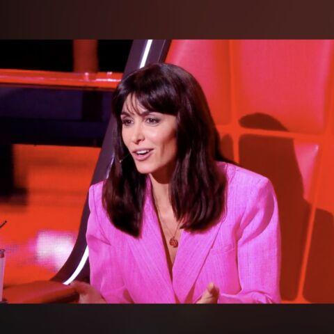 Look à la loupe – Comme Jenifer dans The Voice Kids, osez une veste rose flashy!