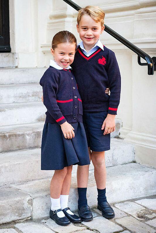 Charlotte et George faisant leur rentrée à l'école Thomas's Battersea le 5 septembre 2019
