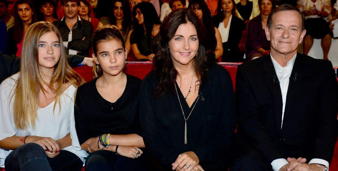 Cristiana Reali et Francis Huster aux côtés de leurs filles Elisa et Toscane sur le plateau de