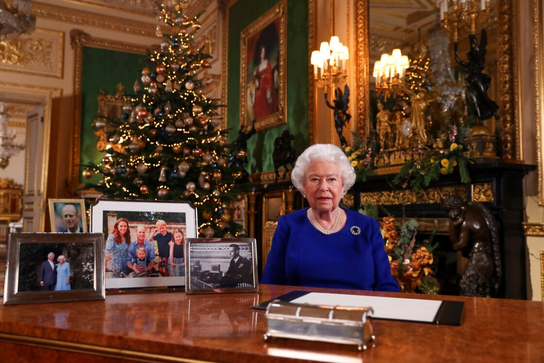Les photos visibles sur le bureau d'Elizabeth, lors de son allocution télévisée du 25 décembre 2019.