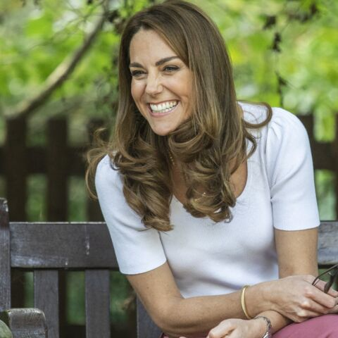 PHOTOS – Kate Middleton porte ses bijoux en accumulation, un clin d'œil à Meghan Markle ?