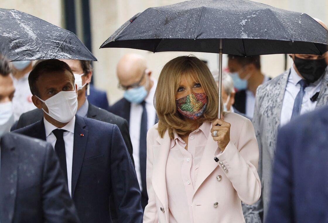 Visite de l'Hôtel de Polignac, à l'occasion des journées européennes du patrimoine et de la troisième édition du Loto du Patrimoine. Brigitte Macron masque - Condom, le 18 Septembre 2020.