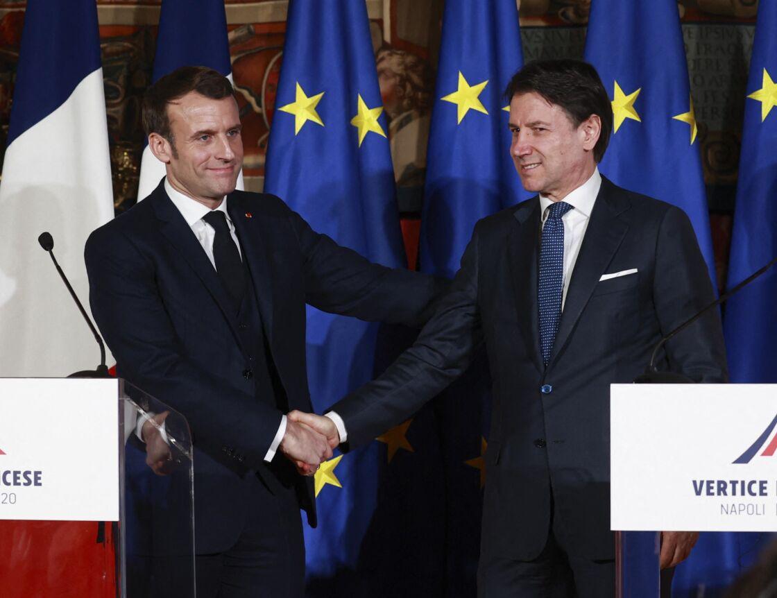 Le président de la République française Emmanuel Macron et le Premier ministre italien Giuseppe Conte lors d'une conférence de presse conjointe après le 35ème Sommet Franco-Italien, le 27 février 2020.