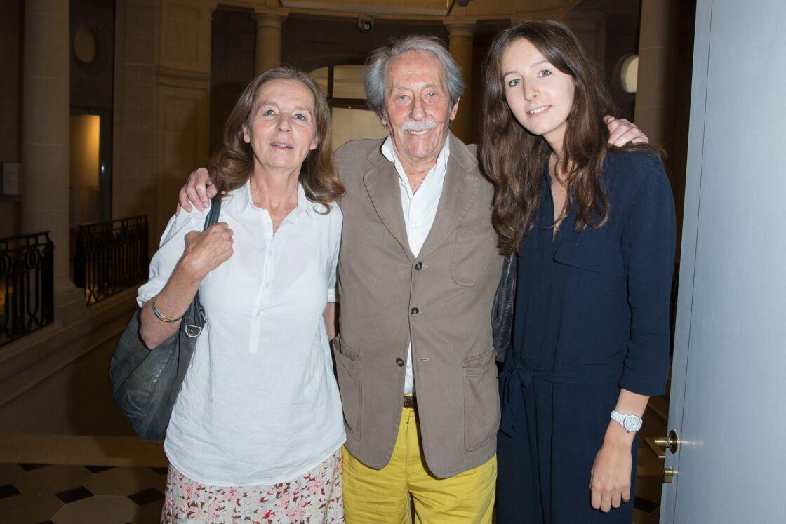 Jean Rochefort entouré de sa femme Françoise et de sa fille Clémence, à Paris, en 2015.