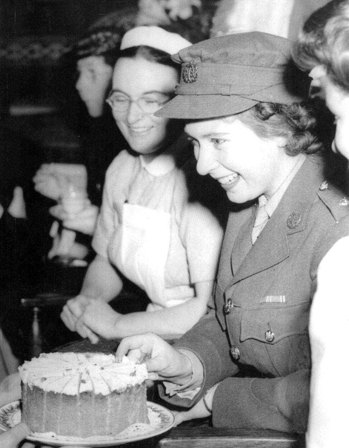 Elizabeth II lors de la seconde guerre mondiale