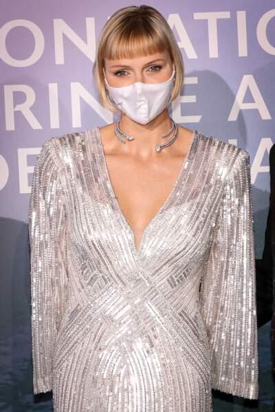 La princesse Charlène de Monaco a craqué pour une robe longue et scintillante Jenny Packham, l'une des stylistes favorites de Kate Middleton.