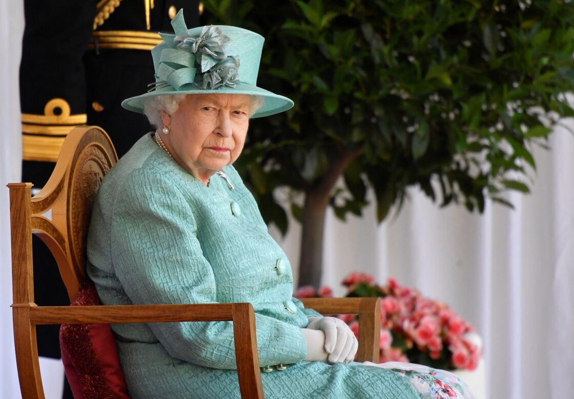La reine Elizabeth II lors d'une cérémonie militaire le 13 juin 2020