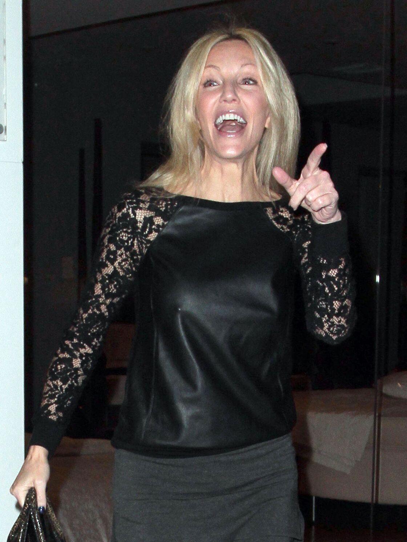 Heather Locklear, tres souriante, sort avec des amies a West Hollywood, le 22 novembre 2013