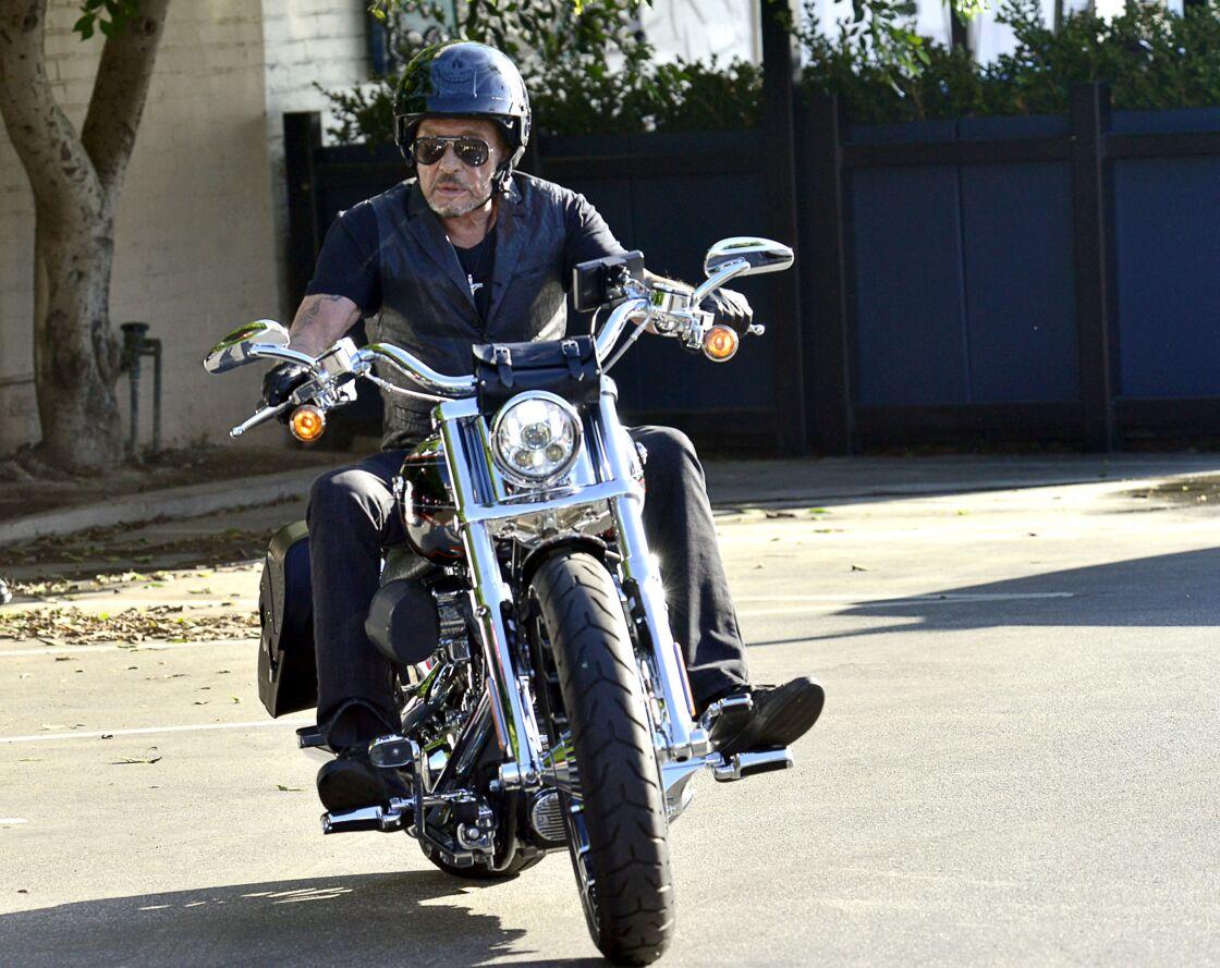 Passionnée de voitures et de motos, Johnny Hallyday possédait de nombreuses pièces de collection