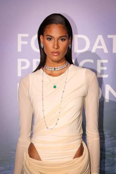 La top model Cindy Bruna en robe longue crème Y/Project