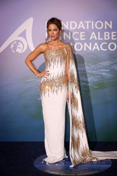 Kate Beckinsale en robe longue Georges Chakra