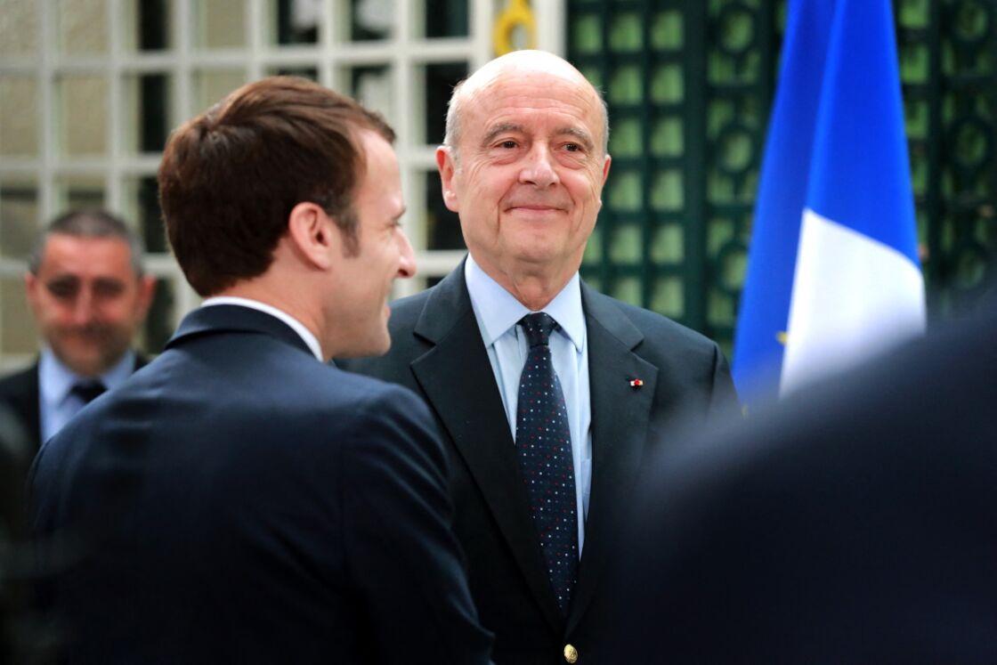 Emmanuel Macron et Alain Juppé au grand débat national avec les maires des chefs-lieux de canton de la Gironde à la résidence préfectorale de Bordeaux, France, le 1er mars 2019.