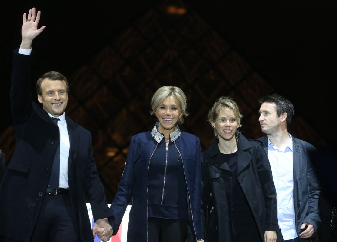 Emmanuel Macron avec son épouse Brigitte, Tiphaine Auzière sa belle-fille, et le compagnon de cette dernière Antoine, le 7 mai 2017.