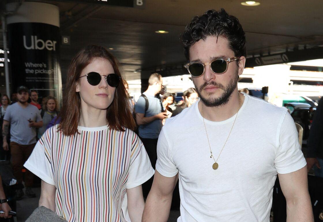 Rose Leslie et Kit Harington à l'aéroport de Los Angeles, le 6 janvier 2020.