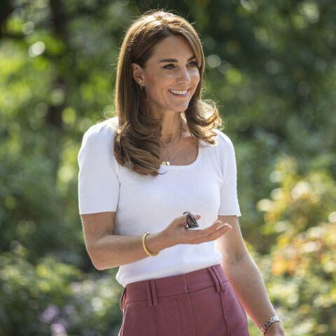 """PHOTOS – Kate Middleton chic et en famille… Ce bijou très """"coronavirus"""", qui fait jaser"""