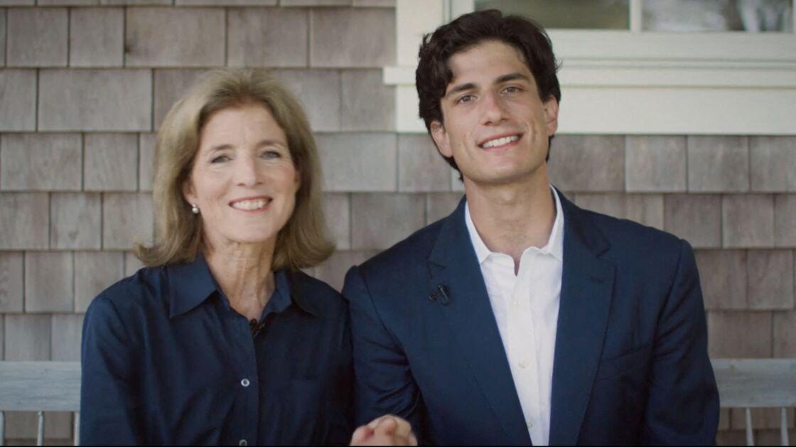 Jack Schlossberg avec sa mère Caroline Kennedy, lors de la convention nationale démocrate à Milwaukee, le 18 août 2020.