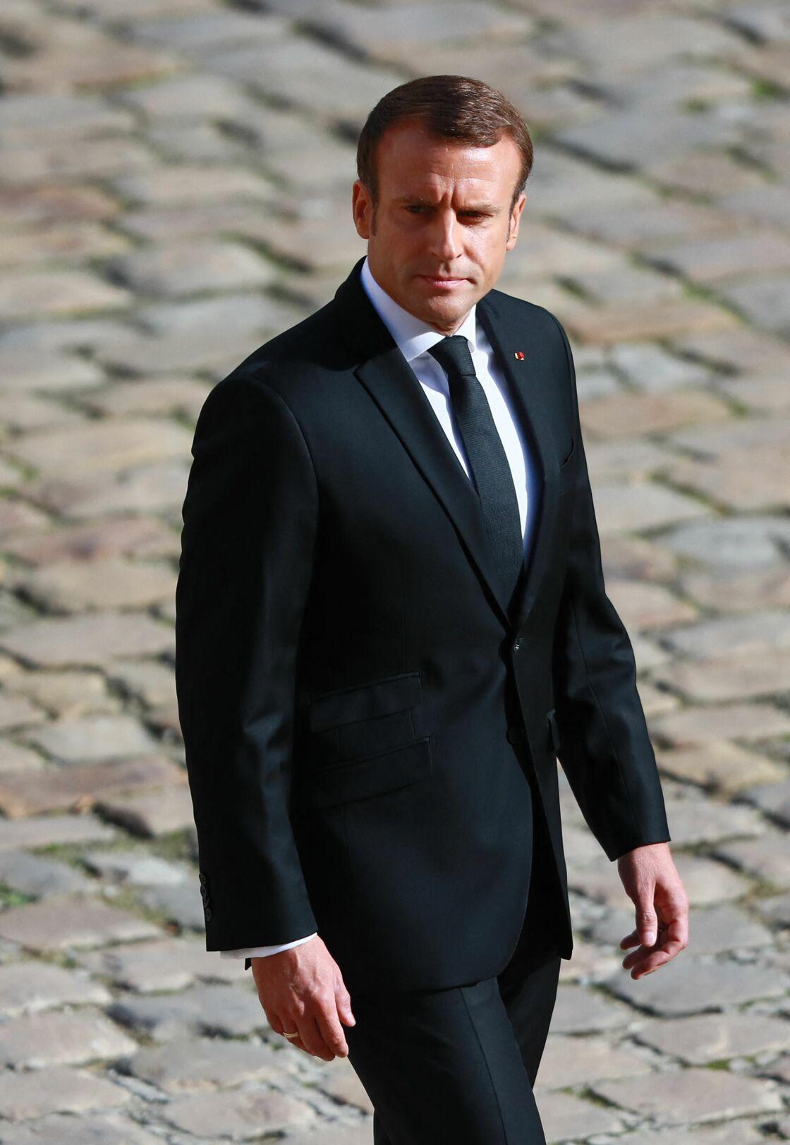 Emmanuel Macron, qui met un point d'honneur à toujours être tiré à quatre épingles, n'accorde sa confiance qu'à Laurent Touboul pour ses costumes
